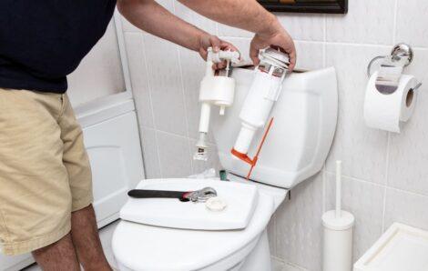 Comment réparer une toilette?